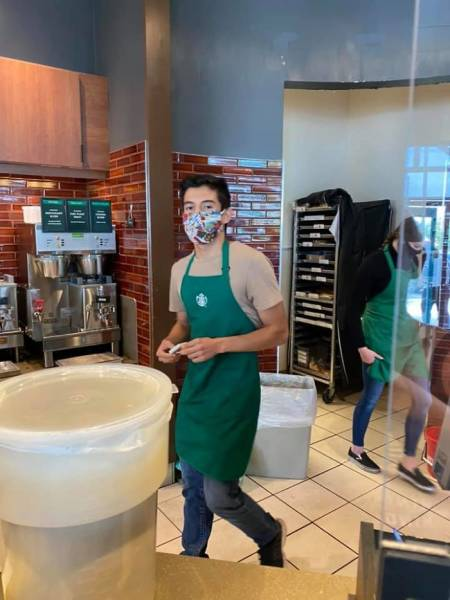 Barista Refuses To Serve A Woman Who Doesn't Have Her Face Mask On, Internet Takes His Side When She Tries To Expose Him
