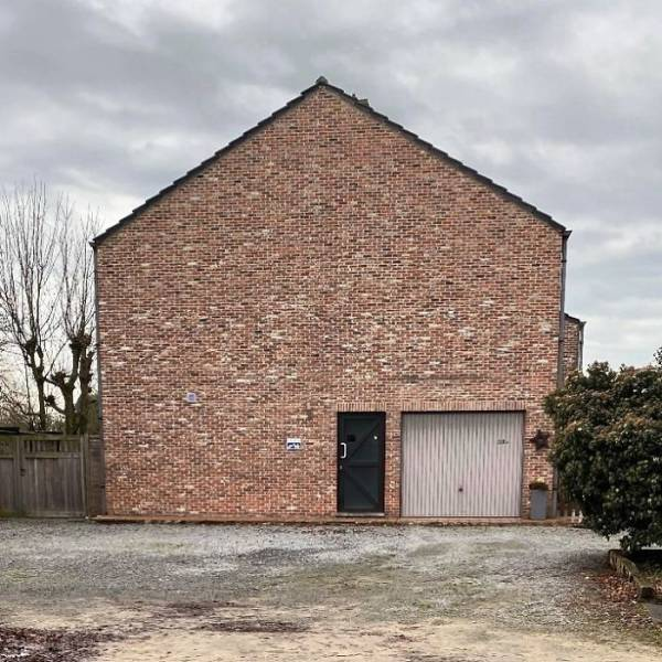 """Guy Shows Belgium's """"Ugliest"""" Houses, And Why Is There So Many Of Them?!"""