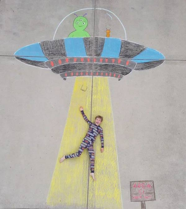 These Siblings Create Some Awesome Sidewalk Chalk Art Together!