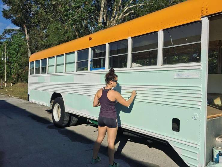 Couple Turned An Old Bus Into A Cozy Home