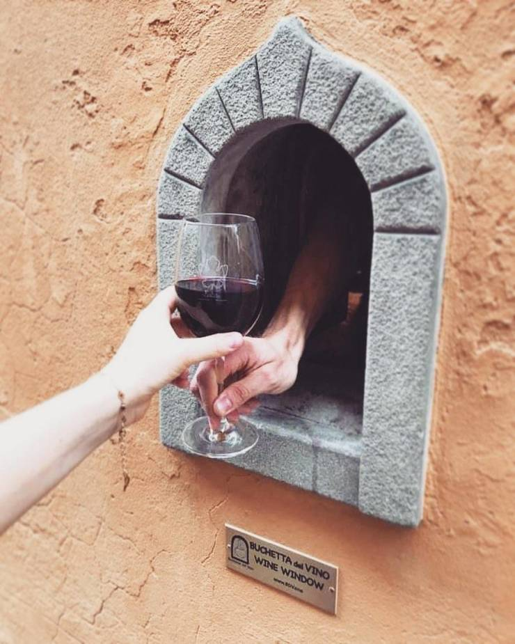 """Due To Pandemic, Italians Are Using The """"Buchette Del Vino"""" Technique Once Again"""