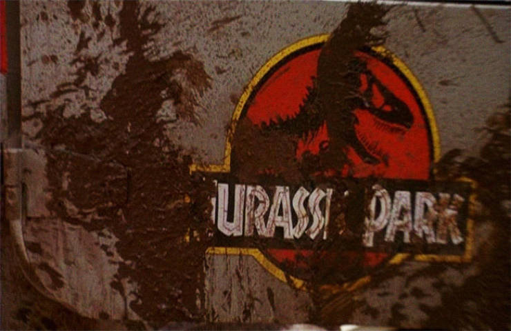 "Behind-The-Scenes Details About The ""Jurassic Park"" Movies"