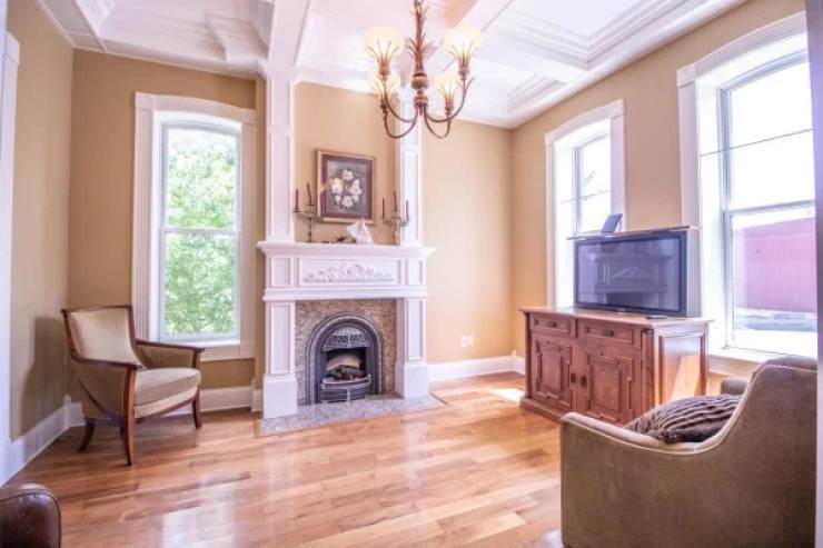 This House Listing Gets Weirder The Longer You Scroll Through It