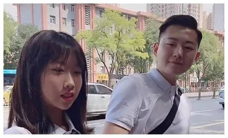 This Chinese Father Looks More Like His 15-Year-Old Daughter's Boyfriend!