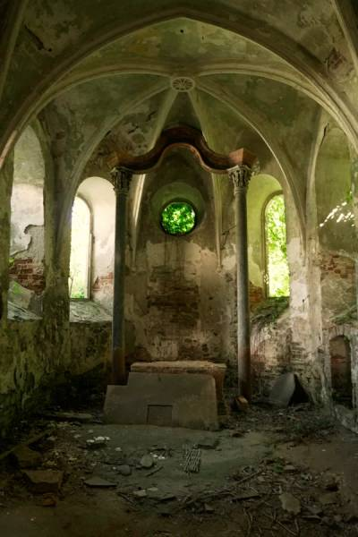 Abandoned Places Are Both Creepy And Majestic…