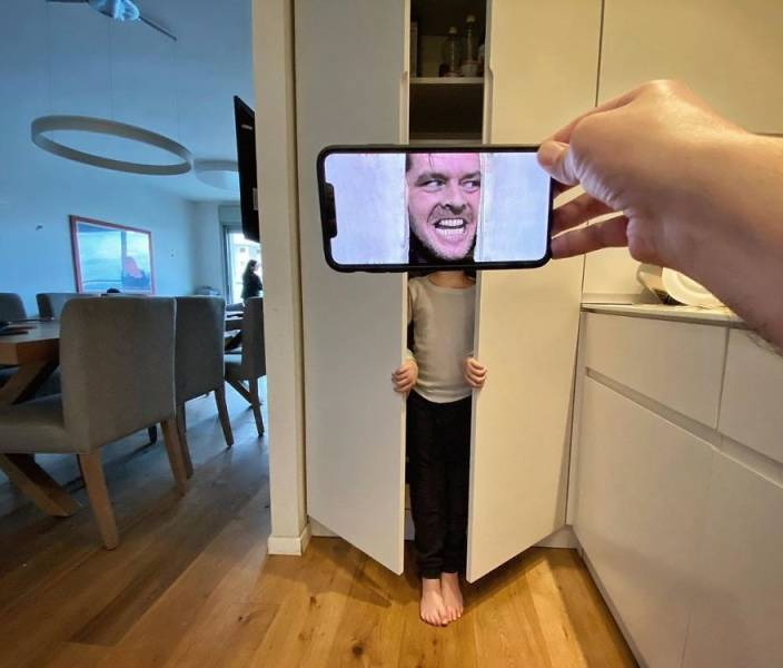 This Guy Removes The Line Between Reality And Imagination Using His Phone