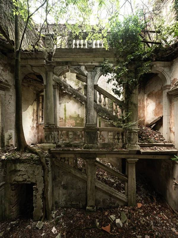 Check Out These Eerie Abandoned Places