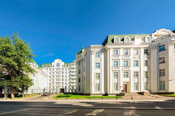 Want To Live Like A Pharaoh? Then This $1.7 Million Moscow Apartment Is For You!