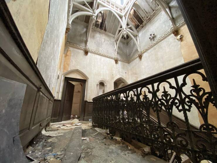 This Mansion Has Been Abandoned For Over 30 Years!
