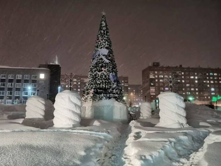 One Of Russia's Coldest Cities Gets A Two-Month Pack Of Snow In Just Five Days!