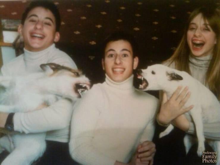 These Christmas Family Photos Are Pretty Awkward…