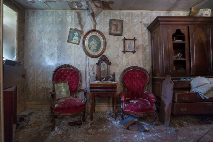 This Abandoned XIX Century Cottage Once Belonged To A Curio Collector…
