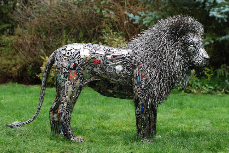 This Self-Taught Artist Turns Trash Into Fantastic Sculptures!