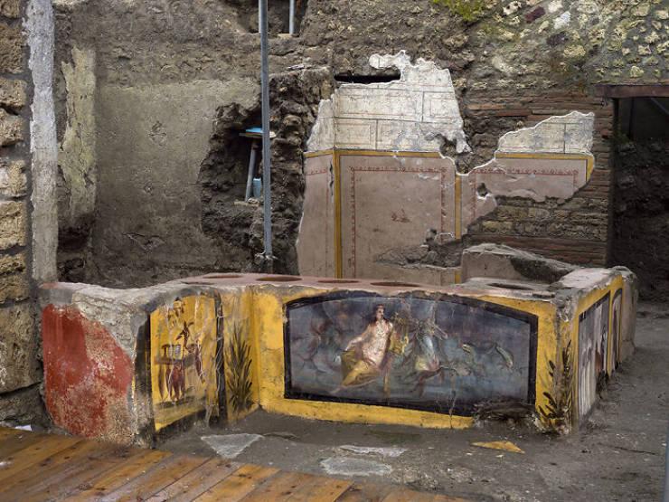 "Pompeii Had A ""Fast Food"" Shop!"