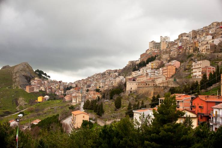 Italian Town Sells Houses For 1€ Each And Gives €25 Thousand For Renovation