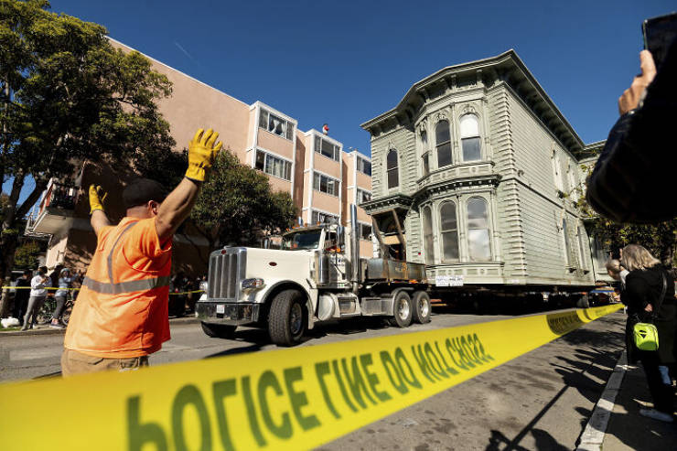 Man Pays $400 Thousand To Have His $2.6 Million Victorian House Moved Seven Blocks In San Francisco