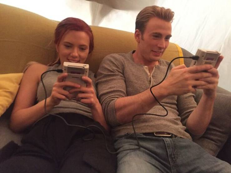 """Wholesome Behind-The-Scenes Photos From """"Marvel"""" Movies"""
