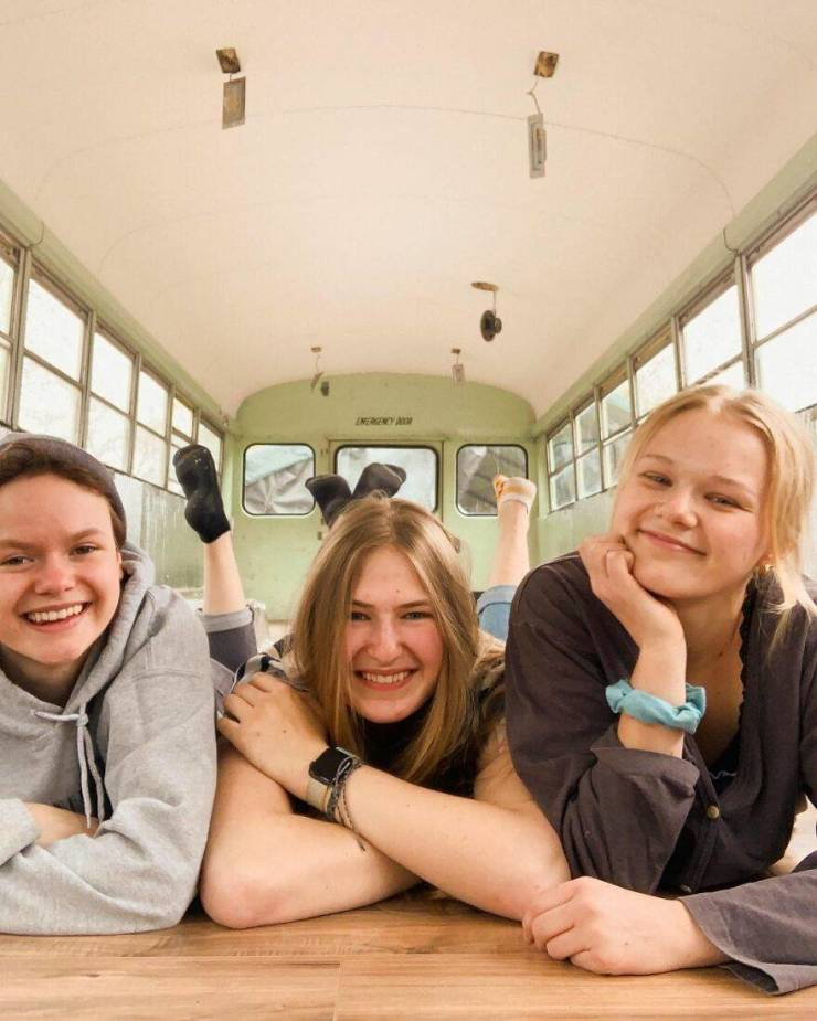 Three Girls Found Out They Were Dating The Same Guy, Renovated An Old Bus, And Are Now Traveling In It