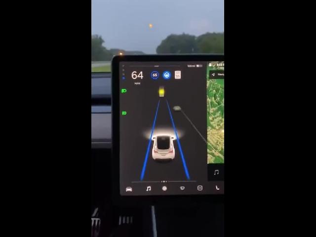 """""""Tesla"""" Autopilot Is Confused…"""