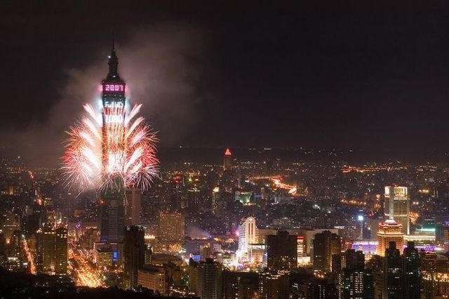 New Year's fireworks (26 pics + 1 video)