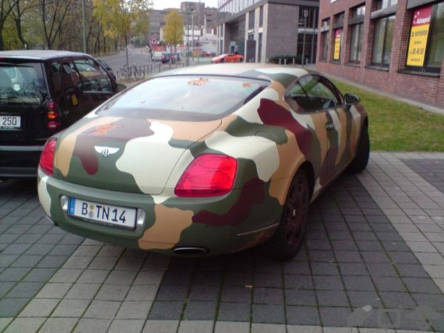 A camouflaged Bentley (3 pics)