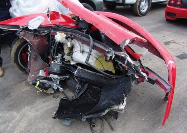 Crashed Ferraris (40 pics)