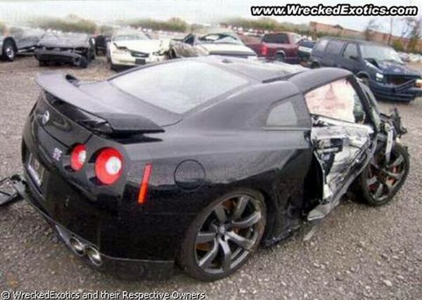 Completely totalled cars (50 pics)