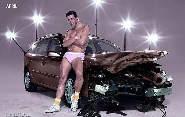 2009 Renault Calendar (13 pics)