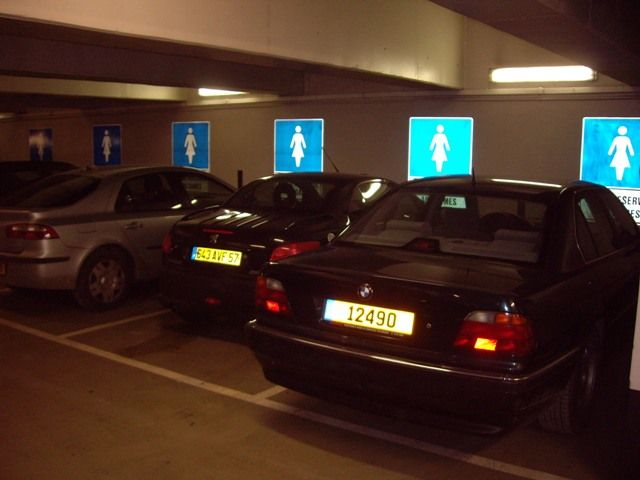 Parking places for the ladies (3 pics)