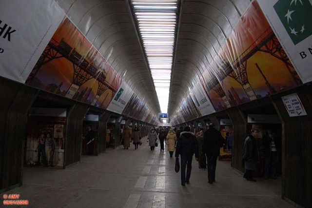 The Kiev subway is loaded with ads (21 pics)
