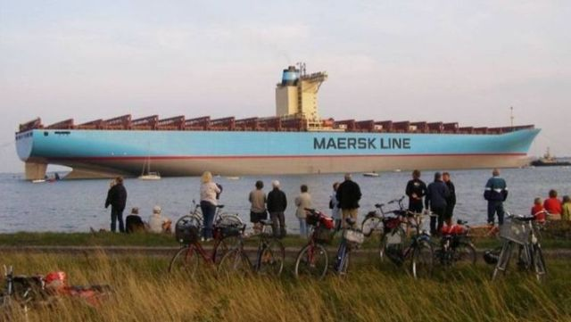 The Largest Container Ship In The World (18 pics)