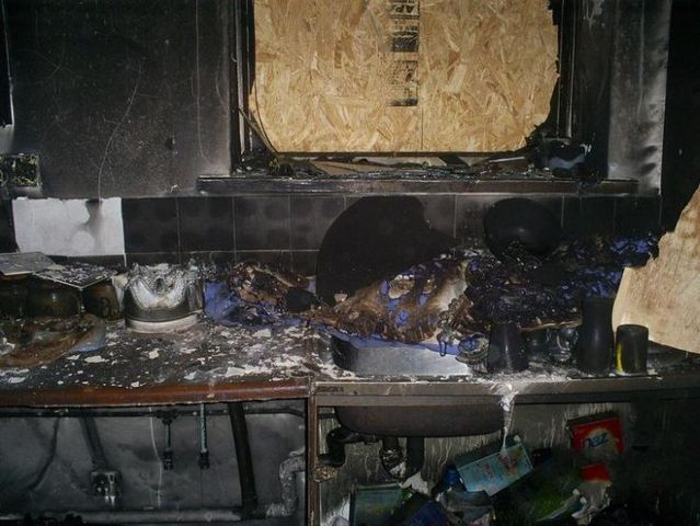 Microwave oven explosion (6 photos)