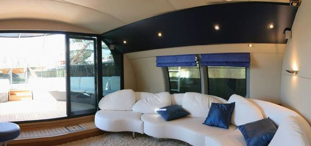 Boat becomes a luxury yacht (21 pics)