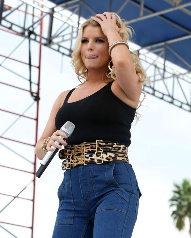 Jessica Simpson gained weight (10 pics)