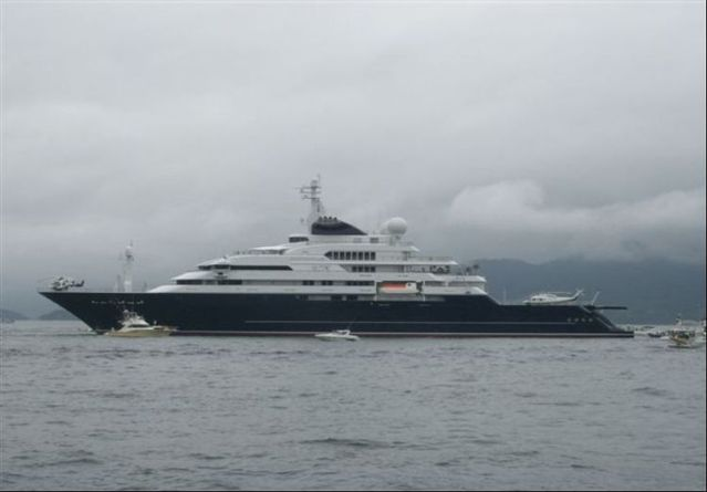 Octopus, the largest private yacht in the world (53 pcs)