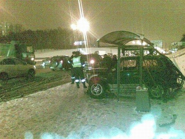He parked at a bus stop (5 pics)