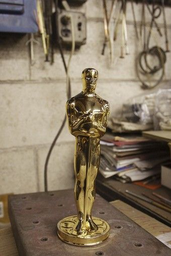 How do they do Oscar Statues? (23 pics)