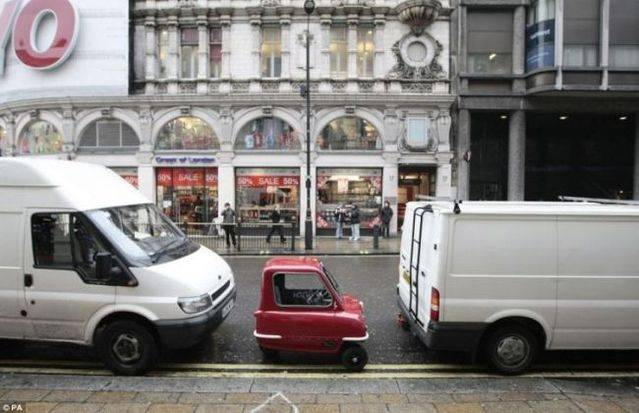The smallest car in the world (3 pics)