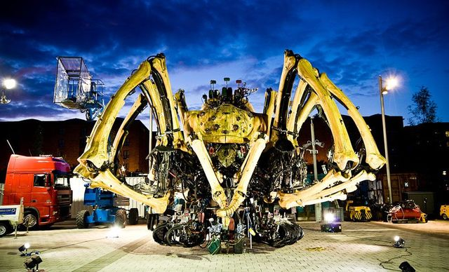 Wow!! A giant mechanical Spider!! (23 pics)