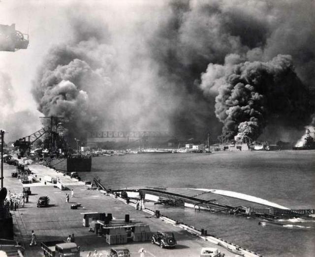 Attack on Pearl Harbor (16 pics)