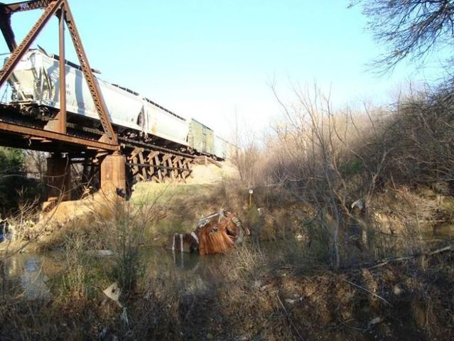 Strange railroad incident (7 pics)