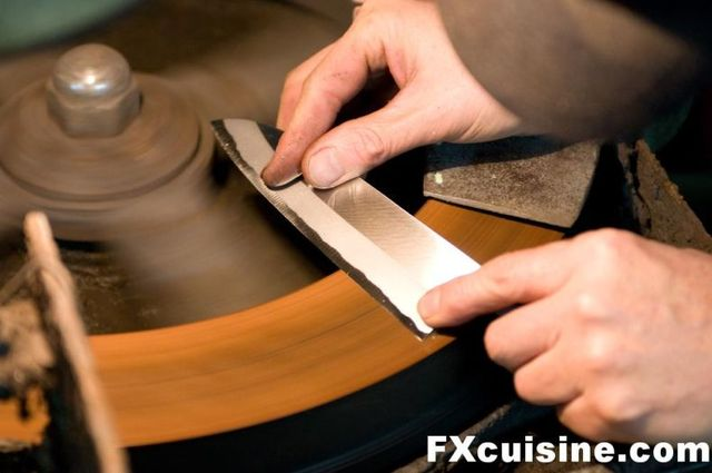How they make Japanese knives (36 pics)