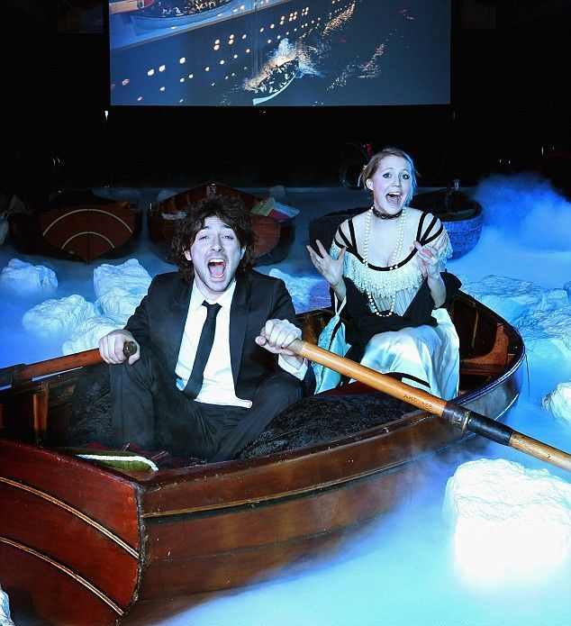 Special screening of the movie Titanic (4 pics)