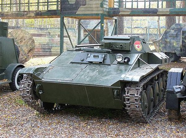 Military vehicles made by one man (21 pics)
