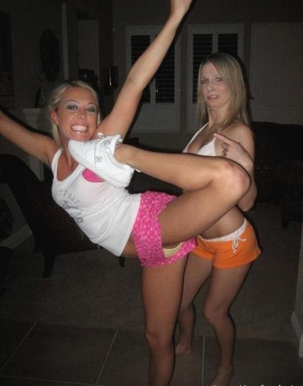 Girls are having fun (50 pics)