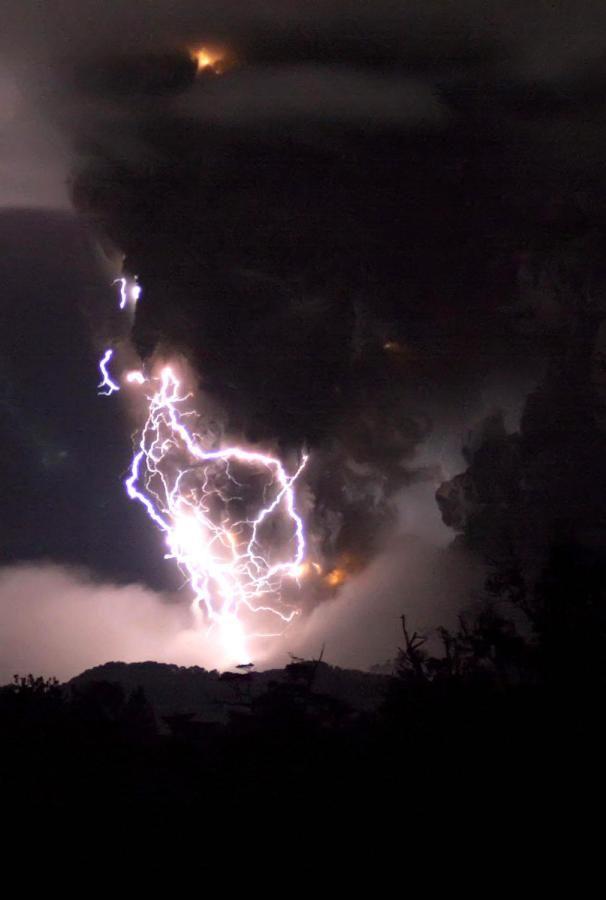 Volcano eruption in Chile (7 pics)