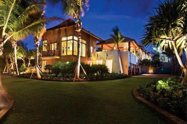 Eco-Friendly Florida Mansion (9 pics)