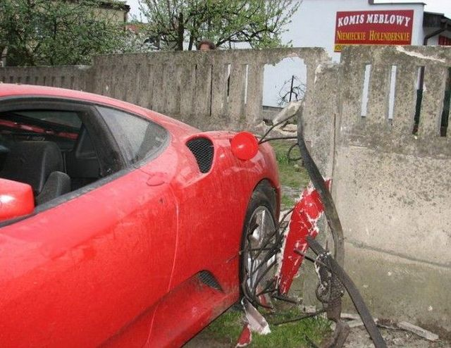 Another crashed Ferrari (19 pics)
