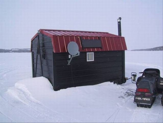Great hut for winter fishing (10 pics)