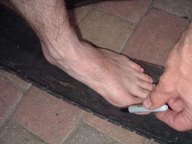 Flip-flops in crisis (14 pics)